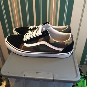Vans (army) size 12